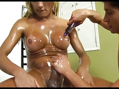 Well-lubed tranny plumbs guy