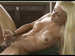 Stellar T-girl Lubes up and Drains