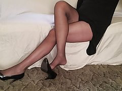 Stringing up boot in ebony tights