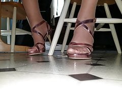 Crossdresser soles in tights and stilettos