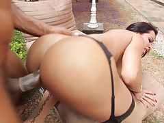 SHEMALE-TRANNY - Immense bootie she-male