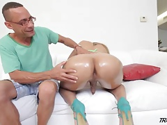 Splendid She-male gets her yam-sized culo lubed and opened