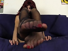 Redhead trap displays her fantastic soles in  tights