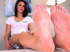 Feet massaging tranny stretches their way feet